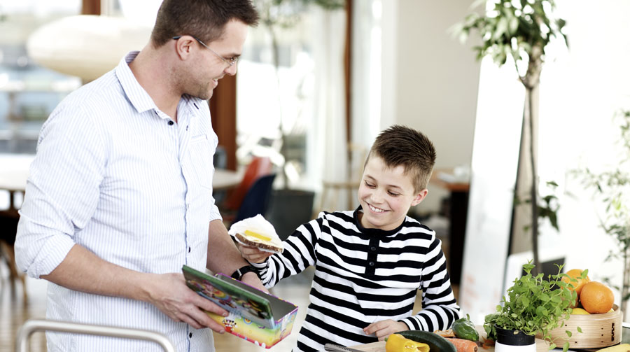 Derfor skal du tage børn med i køkkenet