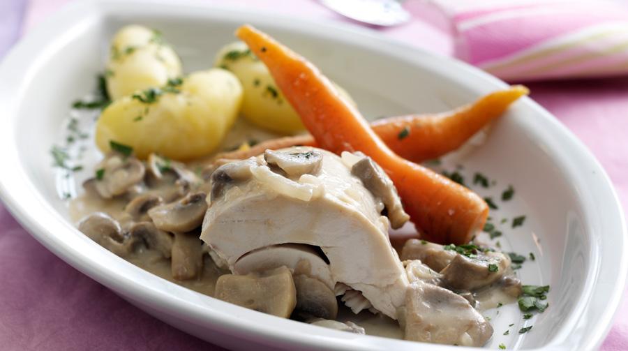 Kylling I Champignonsauce Med Gulerødder Og Kartofler