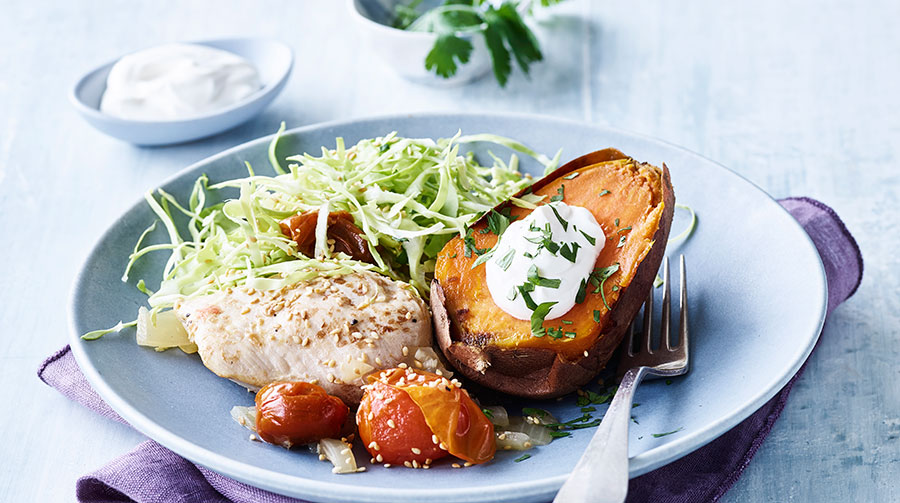 Kylling Og Tomat Med Bagte Søde Kartofler